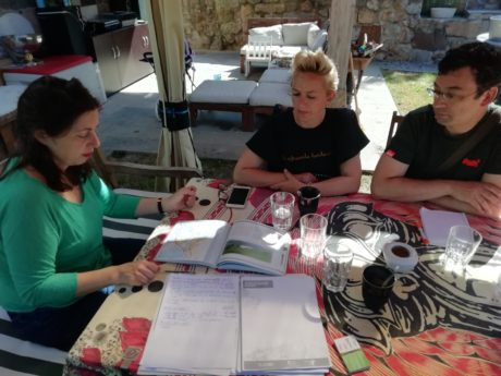 Reunión en Limpias con Silvia Ayestaran, Isabel Fernández, y Eduardo Diego.