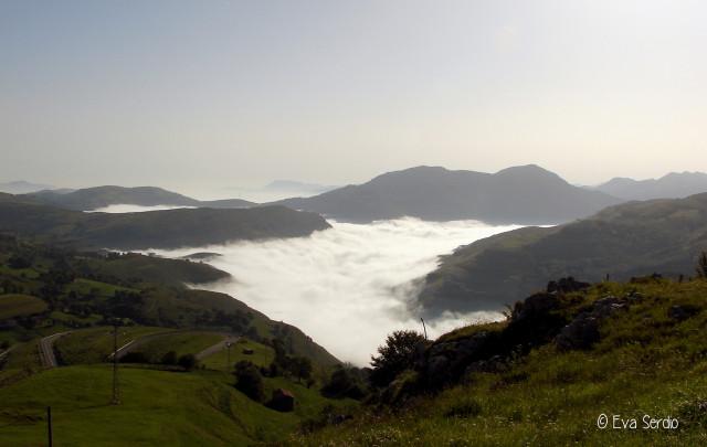 Mar de nubes sobre el poljé de Matienzo desde el Puerto de Alisas.