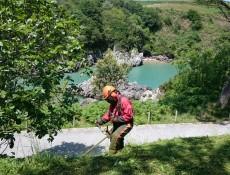 Limpieza de sendero el PN de las Marismas de Santoña, Victoria y Joyel
