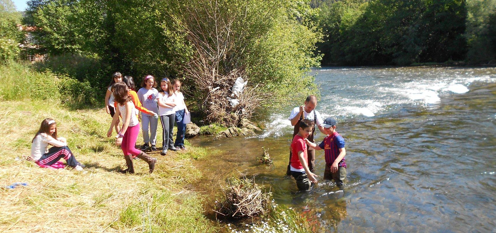 Los escolares comienzan a medir la calidad fluvial con ¡Explora tu río!