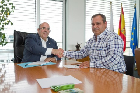 11:00 Despacho del consejero El consejero de Medio Rural, Pesca y Alimentación, Jesús Oria, firma un convenio con el presidente de la Red Cántabra de Desarrollo Rural, Pedro Gómez. 1 DE JULIO DE 2016