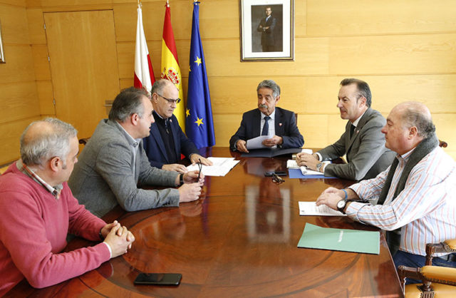 Revilla y Blanco en la reunión con los presidentes de los Grupos de Acción Local