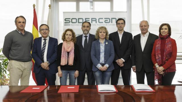 La vicepresidenta junto al delegado de SODERCAN y los alcaldes firmantes del los convenios. Foto: Raul Lucio