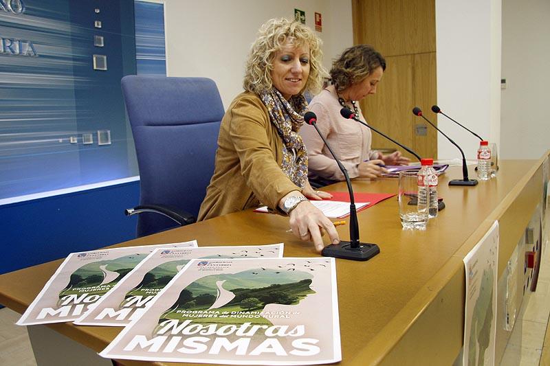 Vicepresidenta y consejera de Universidades e Investigación, Medio Ambiente y Política Social, Eva Díaz Tezanos, presenta, en rueda de prensa, el II Programa de Dinamización de las Mujeres del Medio Rural.