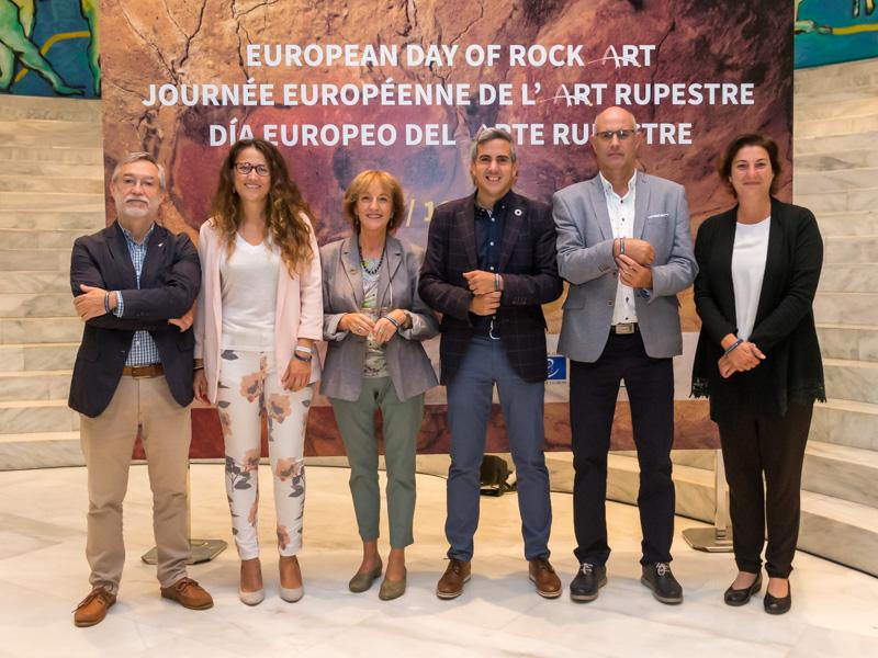 De izquierda a derecha, Roberto Ontañon, Zoraida Hijosa, Eva Ranea, Pablo Zuloaga, Javier Isasi y Pilar Fatás. (Foto: Raul Lucio